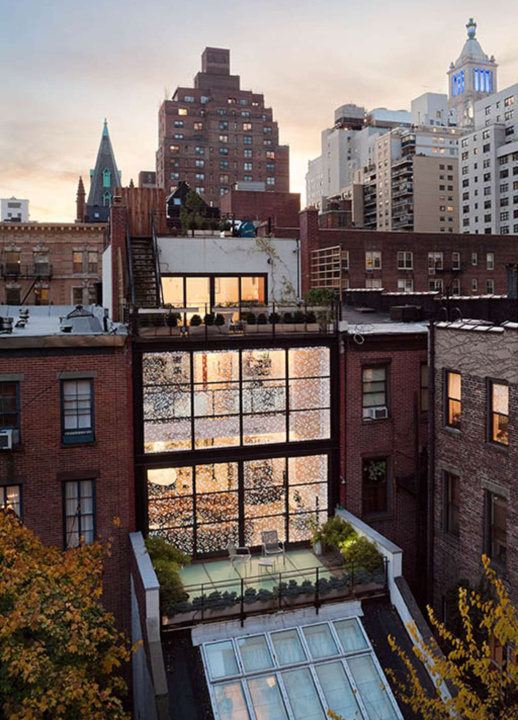 Gorgeous gramercy park townhouse fuses history with modern for Modern houses in new york