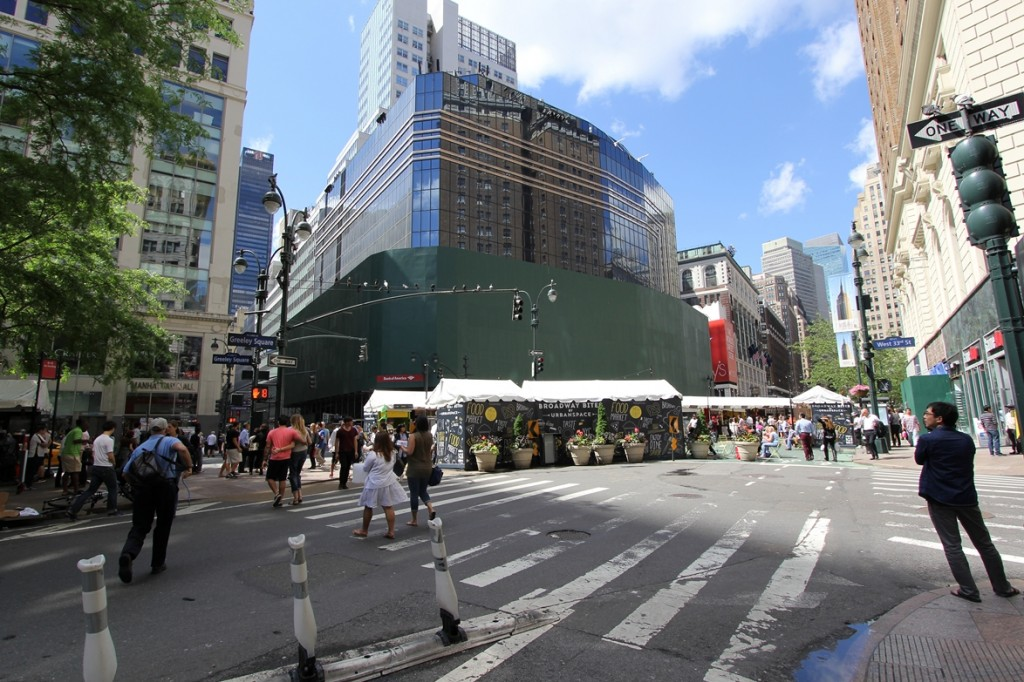 Herald Center, Herald Square, NYC, LED, Manhattan, retail