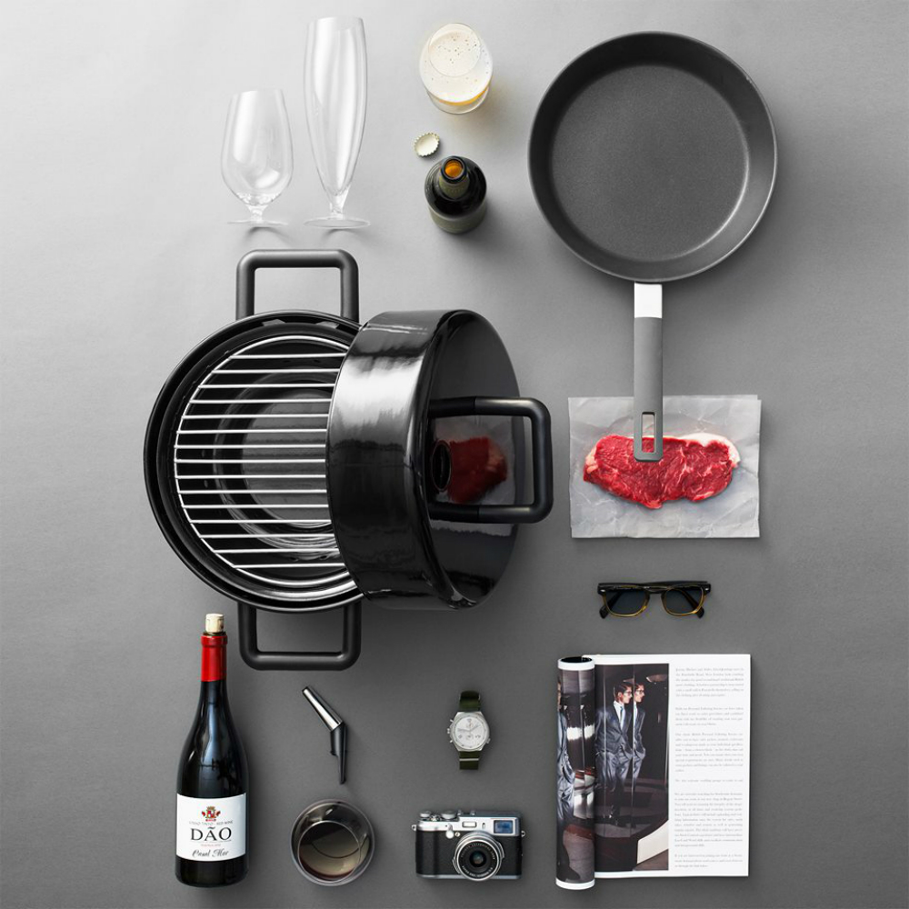 eva solo 39 s portable to go grill makes barbecuing in small. Black Bedroom Furniture Sets. Home Design Ideas