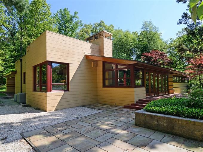 48 Clausland Mountain Road (also known as the Socrates Zaferiou House) designed by Frank Lloyd Wright