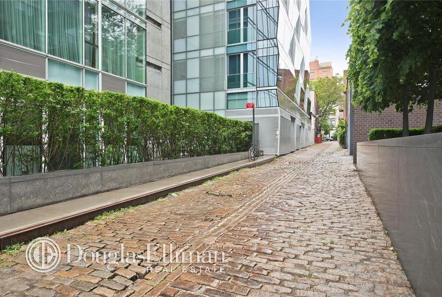166 Perry Street cobblestones