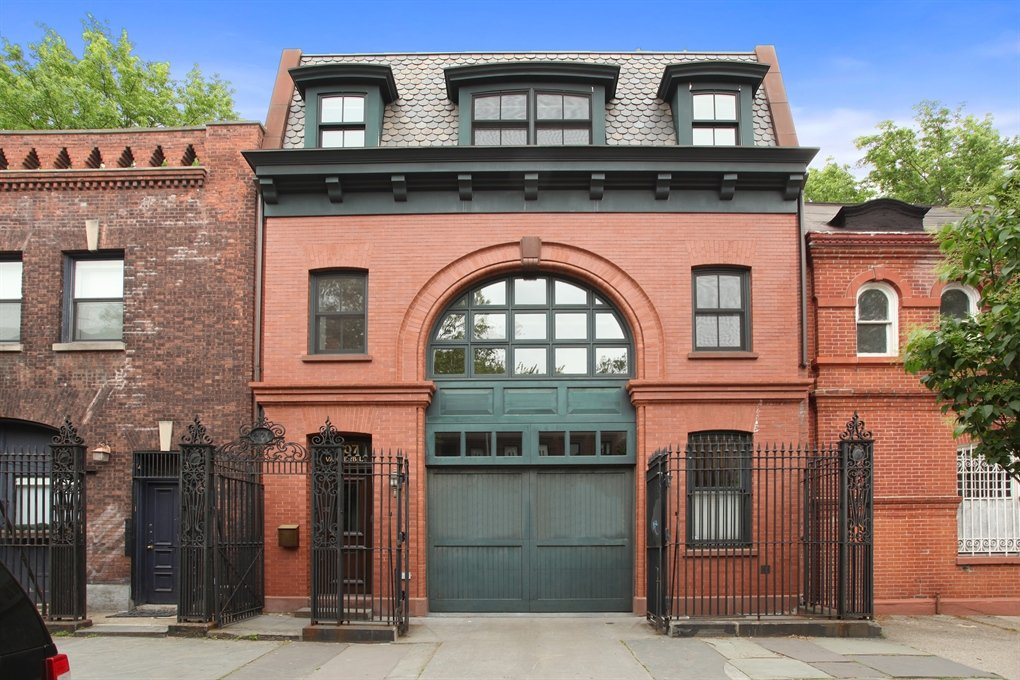 Hold your horses clinton hill carriage house rental is for Carriage homes for sale