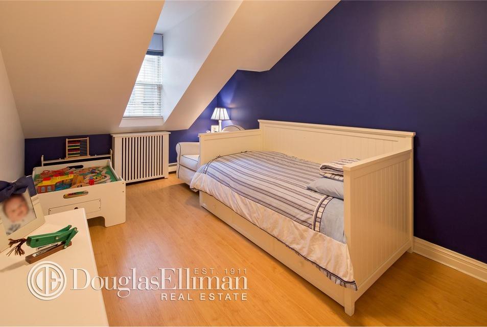 651 Washington Street, NYC rowhouse, west village rowhouse, rowhouse attic bedroom