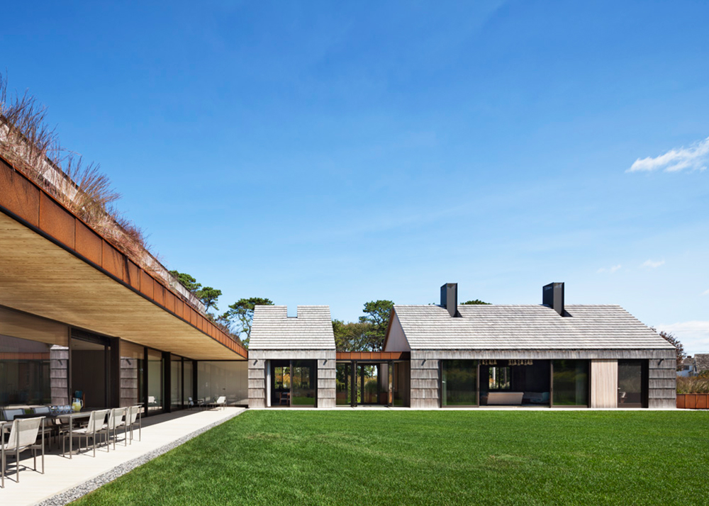 Bates masi architects 39 potato barn inspired luxury home for Luxury barn homes