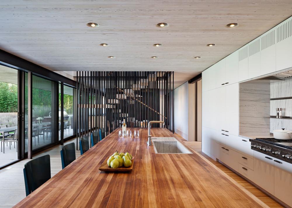 Piersons Way, East Hampton, NY family home, Bates Masi + Architects, L-shape design, Alaskan yellow shakes, Potato Barns typology, blend into the landscape