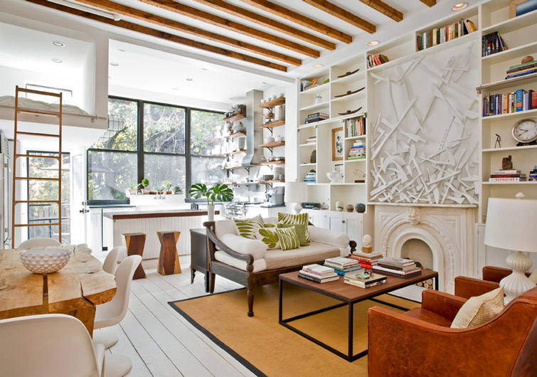 Sunny park slope townhouse gets an artsy makeover from the for Living room brooklyn