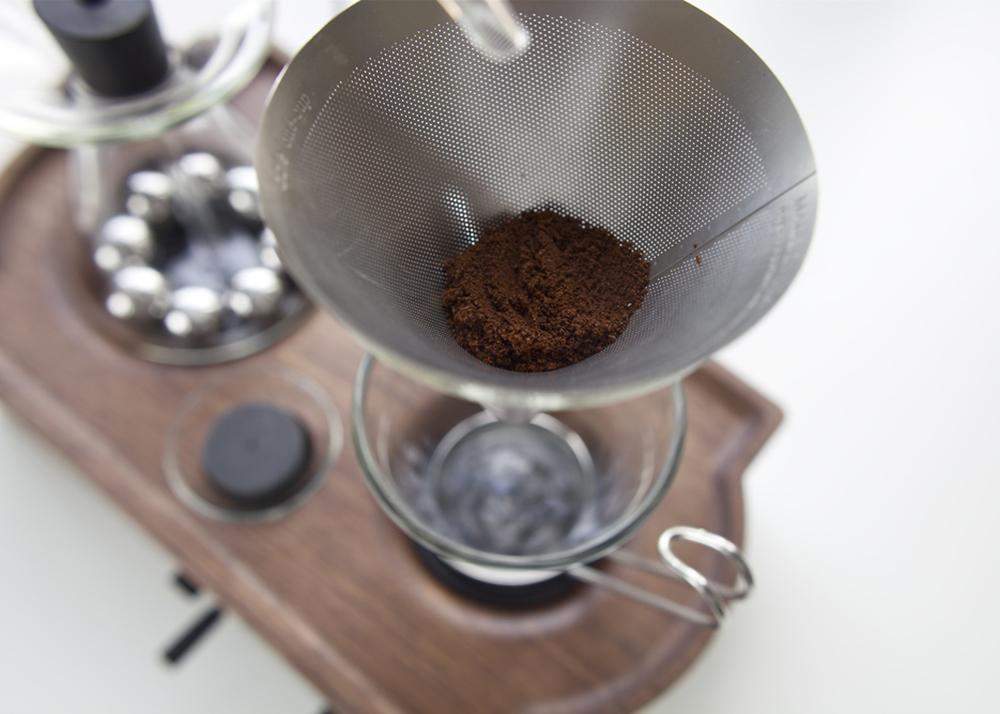 Single Serving Coffee Maker Alarm Clock : Joshua Renouf s hybrid coffee-brewer-alarm Clock The Bariseur 6sqft