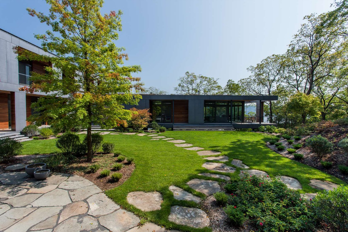 Susan wisniewski landscape 39 s river house is an enchanting for Tract landscape architects