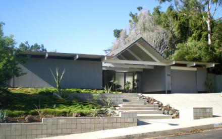 Eichler homes nyc, eichler Modern, 130 Grotke Road, East Coast Eichler, Modern Architecture, Gabled Roof, Modern House, Post and Beam