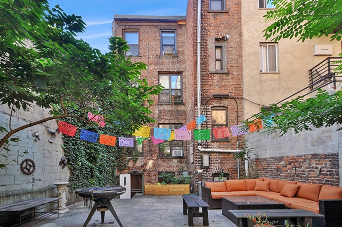303 South 4th Street, brooklyn townhouses, willamsburg townhouses, awesome backyards, cool brooklyn backyards
