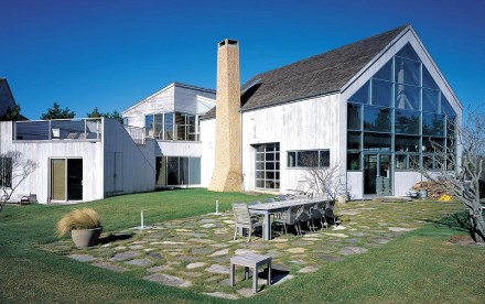 Chiat Beach House, HS2 Architecture, Sagaponack New York, salvaged barn frame