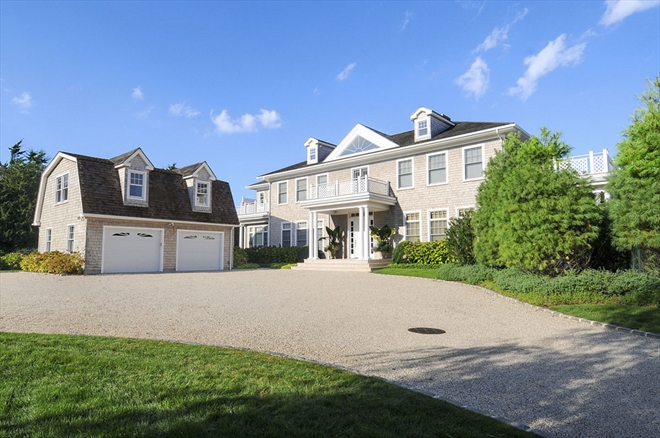 homes hamptons, famous homes for sale, tennis court hamptons, driveway