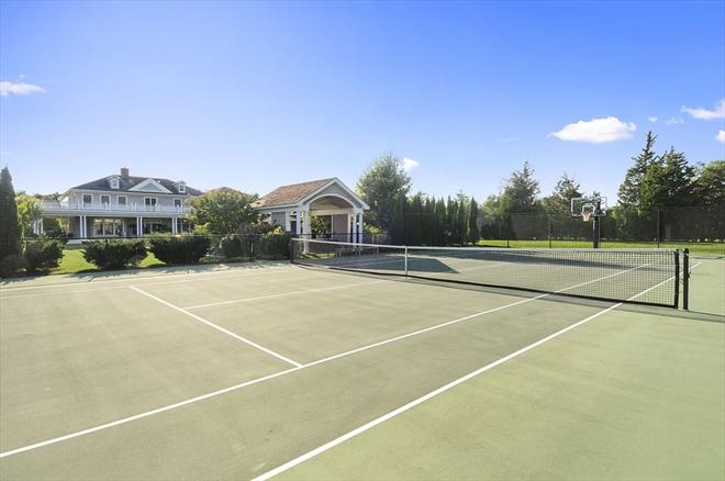 homes hamptons, famous homes for sale, tennis court hamptons