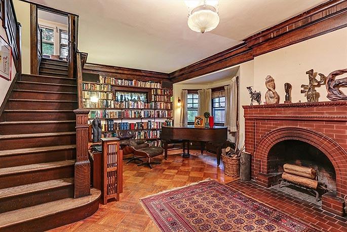 Ditmas Park Craftsman, Fisk Terrace-Midwood Park Historic District, real estate brooklyn, real estate ditmas park, mahogany staircase