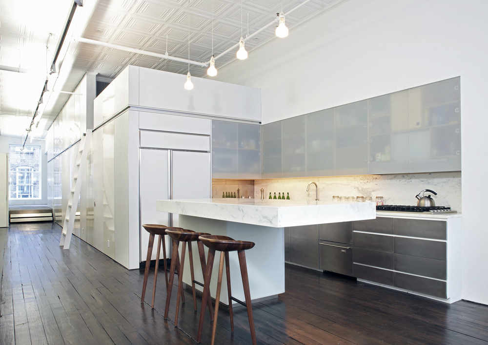 Slade architecture creatively uses freestanding units to for Cuisine style loft