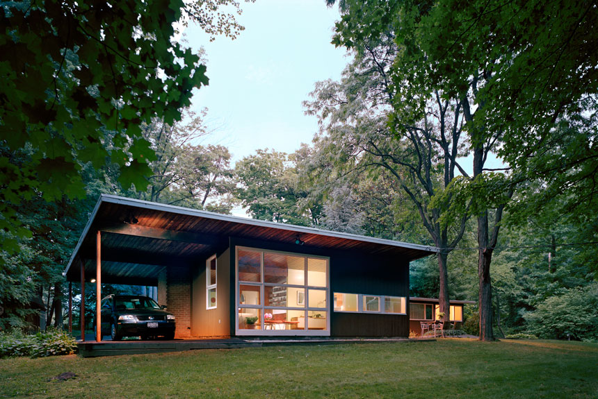 Tour andrew franz 39 s mid century modern glass walled for Modern homes new york