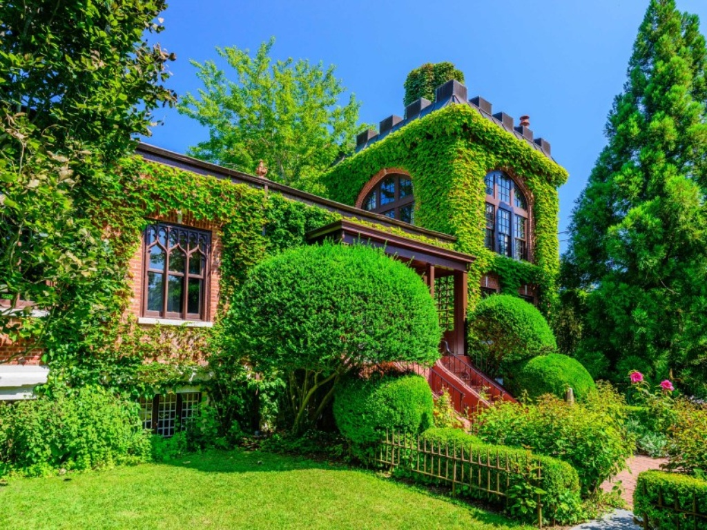 Arts And Crafts Style Homes Interior Design Live Like Hamptons Royalty In The 4 3m Red Brick Castle