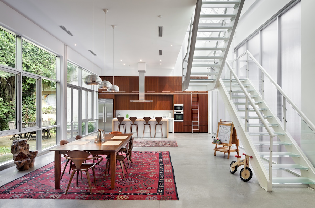 Bwarchitects 39 s artist loft juxtaposes a gritty brooklyn for How to design a loft