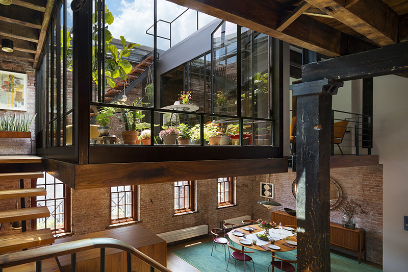 Andrew franz transforms an old soap factory into a - Loft industriel tribeca franz architecte ...