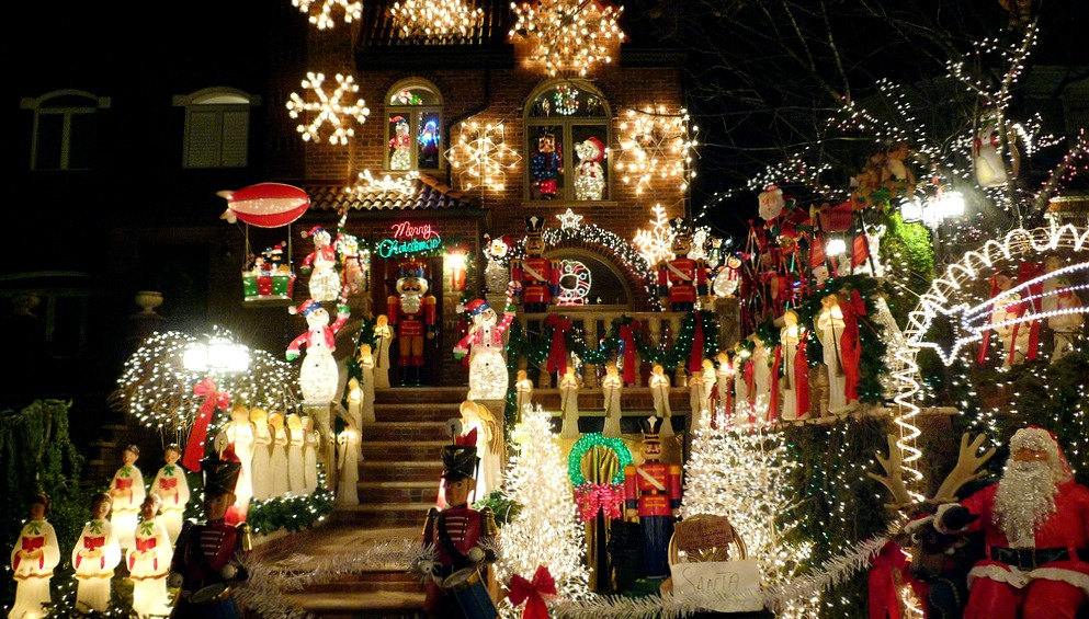 Dyker Heights Christmas lights, A Slice of Brooklyn Bus Tours