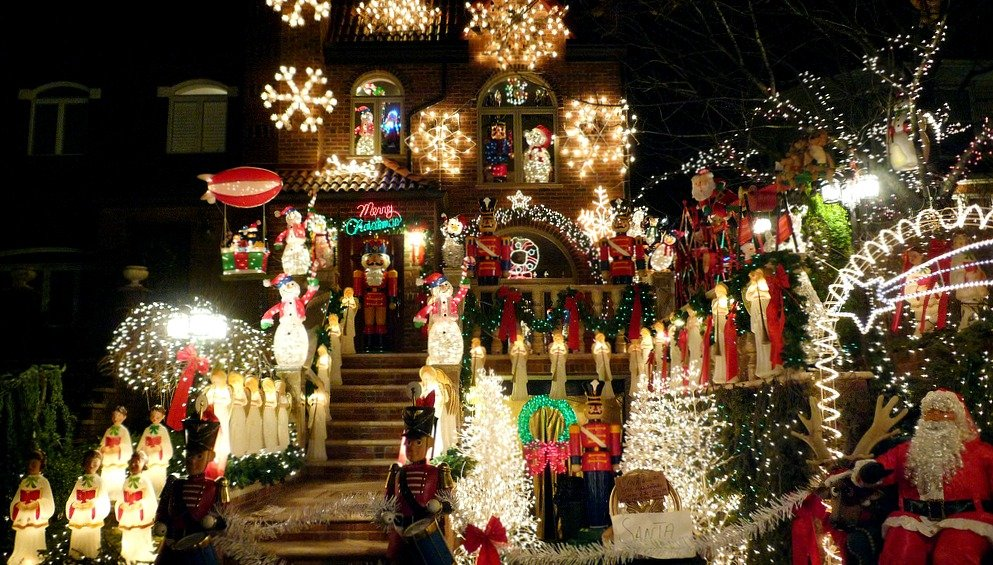 A Guide To The Lights Of Dyker Heights Brooklyn S Star