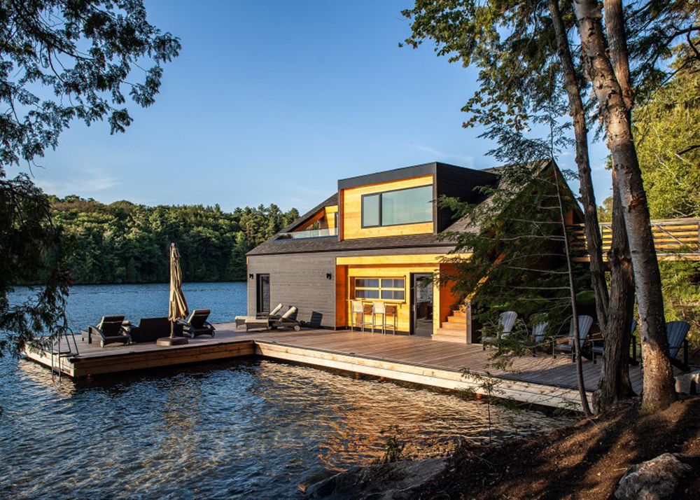 Altius architecture 39 s wooden boathouse puts a contemporary for Modern house upstate ny