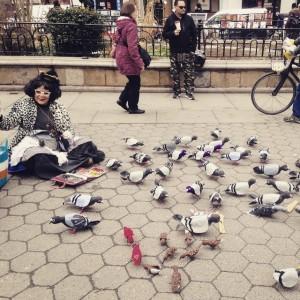 #onlyinnewyork #unionsquare #pigeonlady #downtown #feedthefakebirds