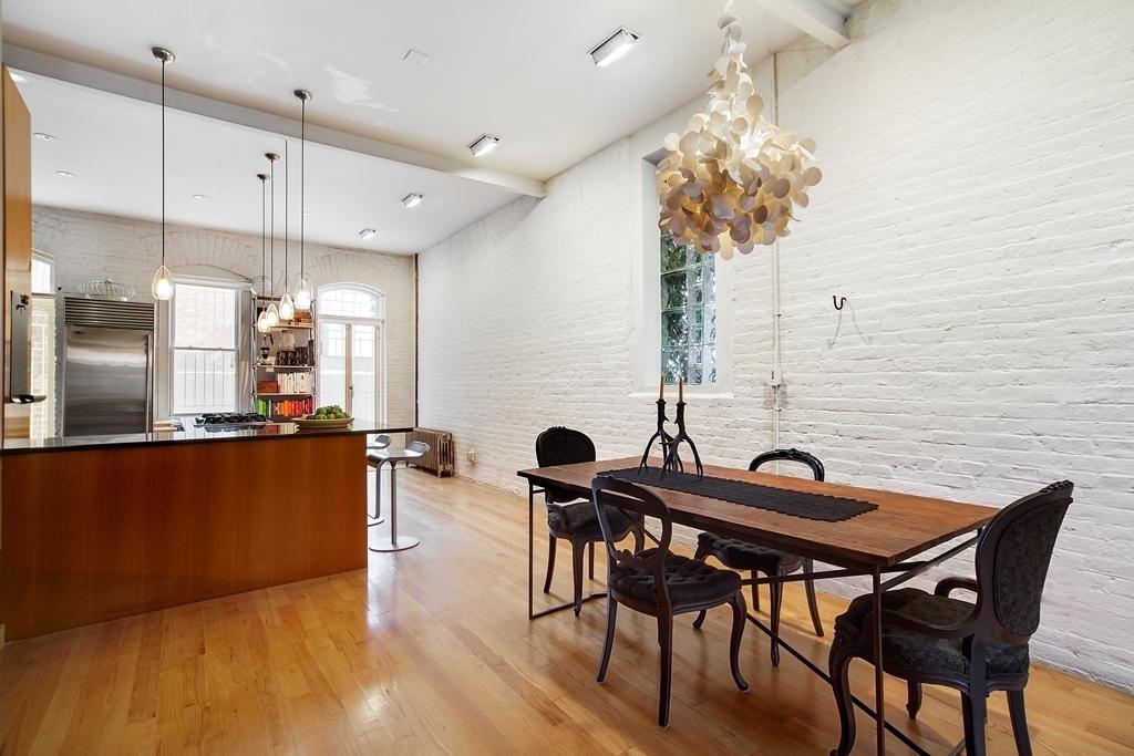 426 6th Avenue, carriage house near Park Slope, pet-friendly building