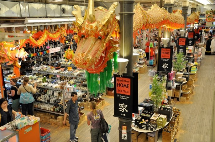 Pearl River Mart reopening in Tribeca next month; Brace yourself for Santacon 2016