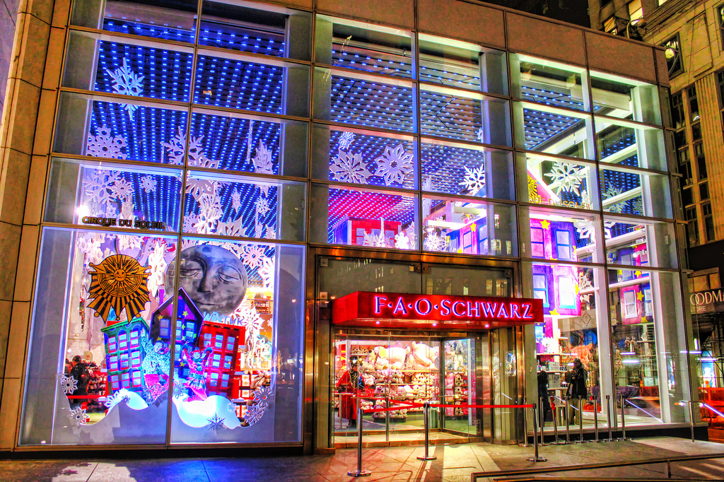 fao schwarz, toys are us, rising rent, gm building, midtown, times square