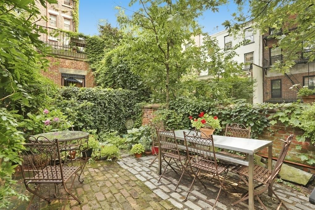Eat Pray Love, Elizabeth Gilbert, Julia Roberts, Brooklyn, Historic Home, Cobble Hill,