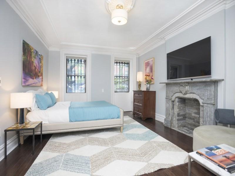 25 Monroe Street, Bed Stuy, bedroom, brownstone