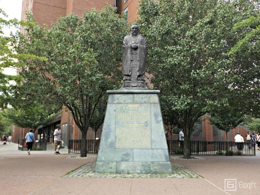 Confucius Plaza, Confucius Statue
