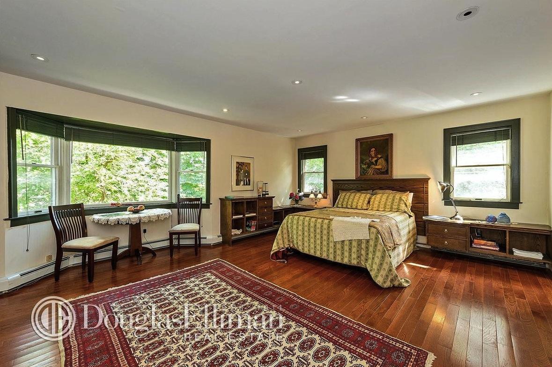 221 Arleigh Road, bedroom, douglaston