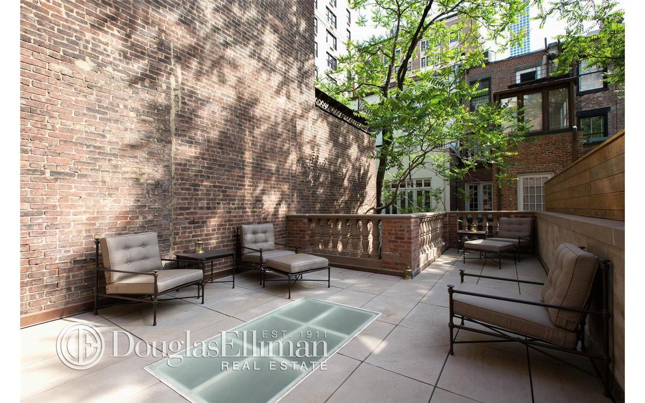 This elegant ues townhouse with a dramatic past wants 25k for Upper east side townhouses