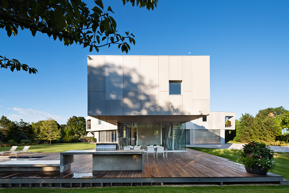 Ultra Minimal Long Island Home Blurs The Lines Between