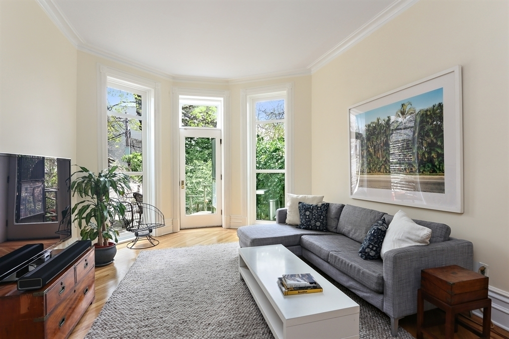 139 South Oxford Street, living room