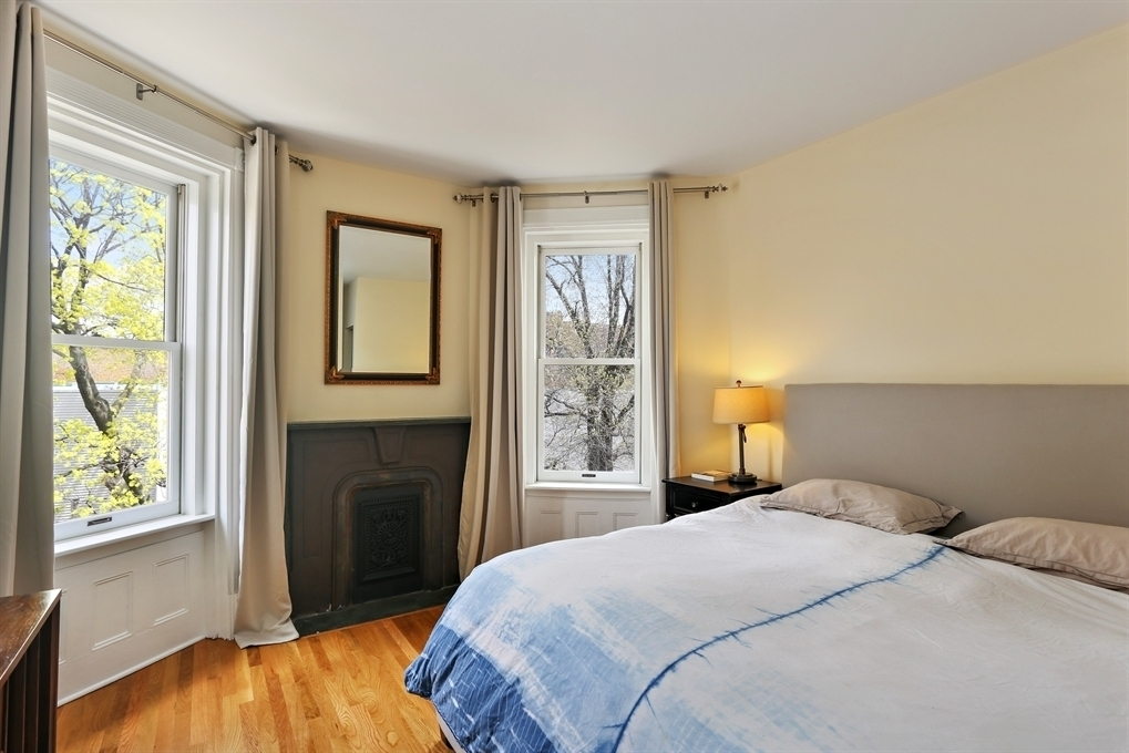 139 South Oxford Street, bedroom