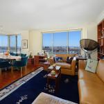 Trump Place, 200 Riverside Boulevard, Kathleen Turner, NYC celebrity real estate,
