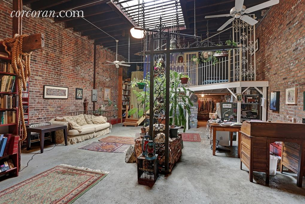 Quirky east williamsburg artist 39 s loft offers a bygone for Nyc loft for sale