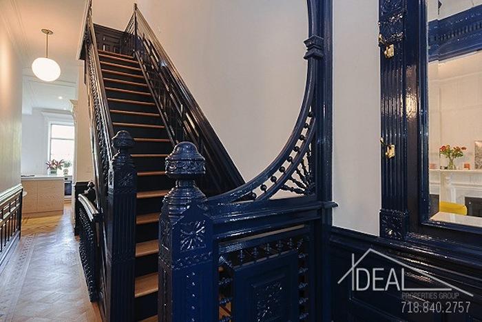 611 macon street, upstairs, stairway