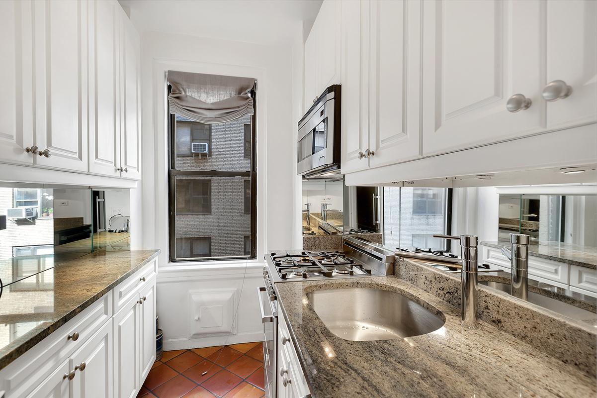 425 East 51st Street, kitchen, co-op
