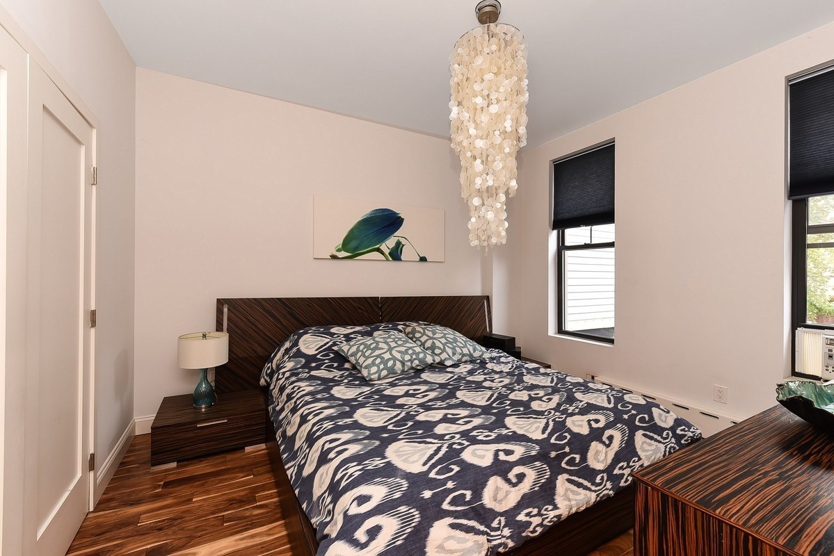 85 Hall Street, bedroom
