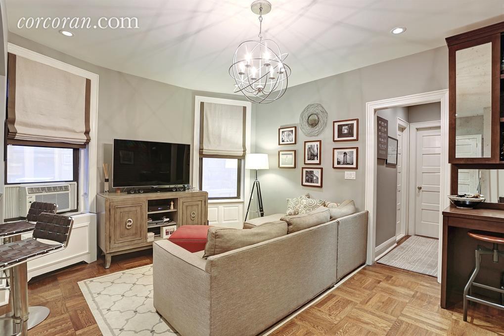 107 West 82nd Street, co-op, living room, dylan dreyer