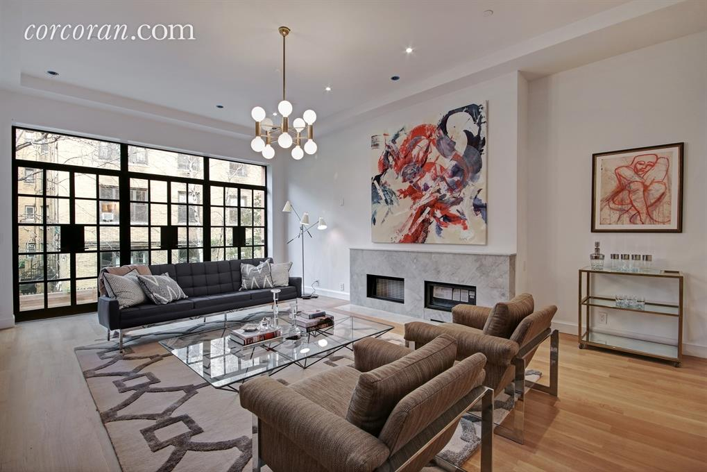 This 14 8m Uws Townhouse Does Not Have A Pool In The Back