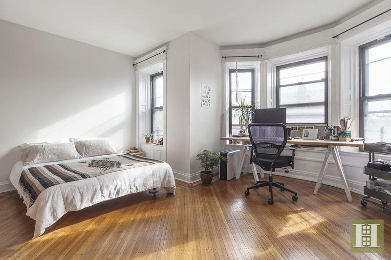 231 Decatur, bedroom, bed-stuy brownstone, historic brownstone, rental