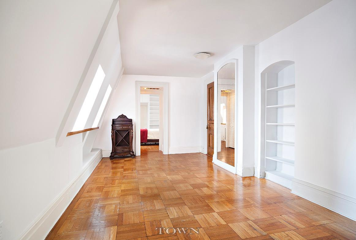 Dakota, 1 West 72nd Street, Cool listing, Yoko Ono, Lauren Bacall, Roberta Flack, Prewar Co-op for sale, Upper West Side