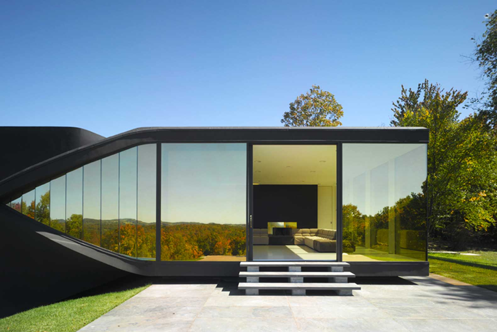 Villa nm is a futuristic living experiment with ramps for Case vacanze new york home away