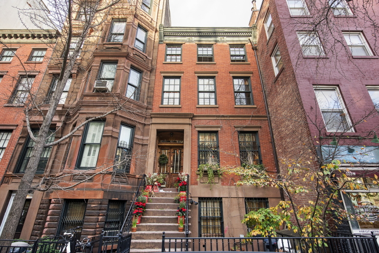 Restaurateur keith mcnally s greenwich village townhouse for Greenwich townhomes for sale