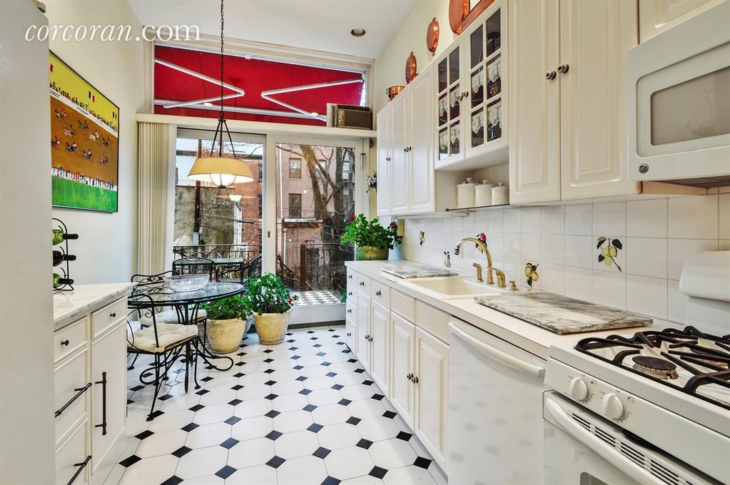 46 1st Place, cool listings, carroll gardens, townhouses, brownstone brooklyn, brooklyn townhouse for sale, multifamily house, historic home